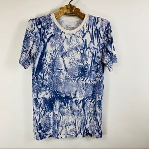 The Nike Tee Sz Small Dri Fit Blue White Abstract
